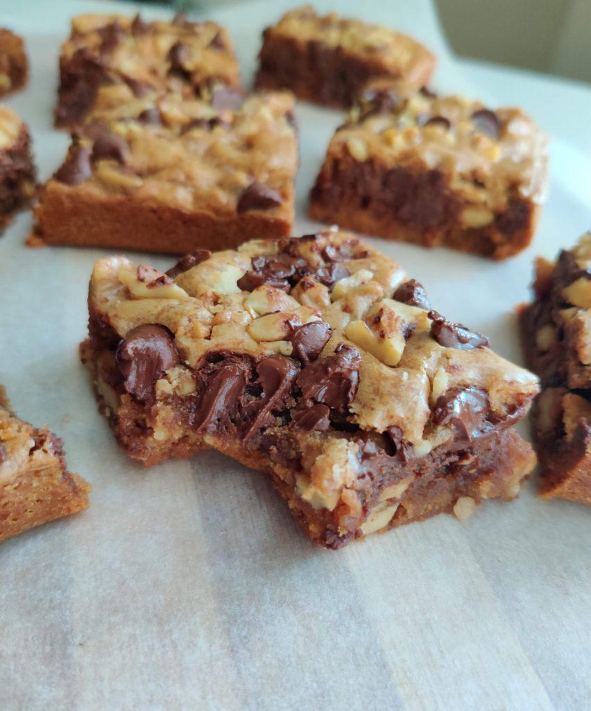 chocolate chip walnut blondies